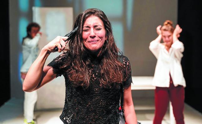 «Sentsazio oso potente batekin ateratzen da ikuslea teatrotik»