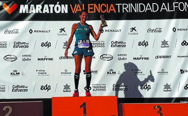 Primer puesto en la categoría F55 para Eva Esnaola en el Maratón de Valencia