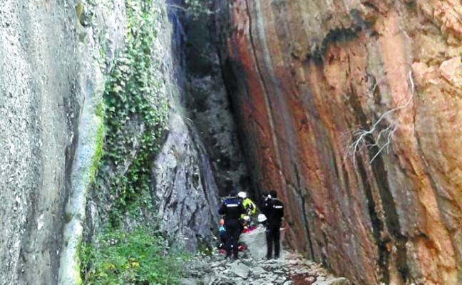 Herido un escalador de 64 años al caer desde la pared de una cueva
