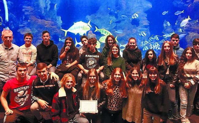 La Diputación y Surfrider reconocen la labor de los voluntarios zumaiarras