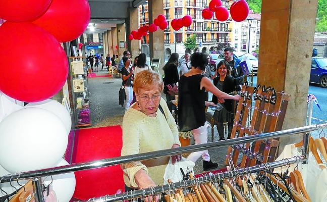 El Ayuntamiento sella un acuerdo para reforzar el sector comercial