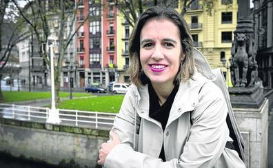 Katixa Agirre (Escritora): «Para escribir sobre la maternidad tengo que mandar a mis hijos a la guardería»
