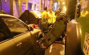 En estado crítico un joven enganchado por las garras de un camión de basura en Bilbao