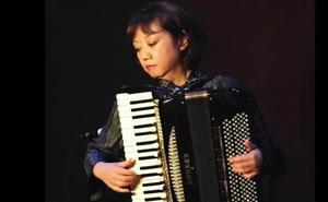 Mie Miki akordeoi jotzaile japoniarraren ikastaro magistrala