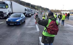 Nueva jornada de retenciones en Biriatou por la protesta de los 'chalecos amarillos'