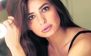 Aurora Carbonell: «'El cuento de la criada' es necesario en los tiempos en que vivimos»