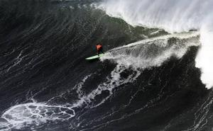 El francés Pierre Rollet se impone a Aritz Aranburu en las olas grandes de Punta Galea