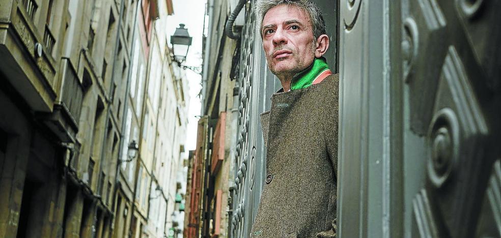 Juan Tallón, escritor: «Los ricos lo tienen todo, pero no les basta: es una insatisfacción perpetua»