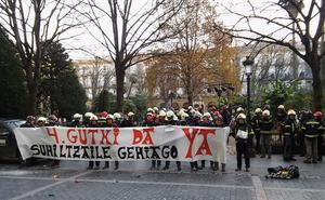 Bomberos de Gipuzkoa protestan por la «insuficiente» dotación de personal