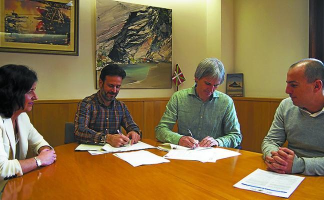 Firmado el convenio por el que se edificarán viviendas tasadas y de protección oficial