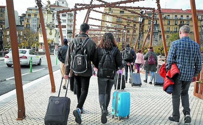 El Gobierno Vasco cargará la tasa turística a hoteles y pisos si no la paga el cliente