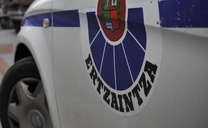 Detenido en Hernani por conducir de forma temeraria y embestir contra un coche de la Ertzaintza