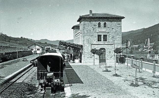 La recién inaugurada estación de Oñati en 1923