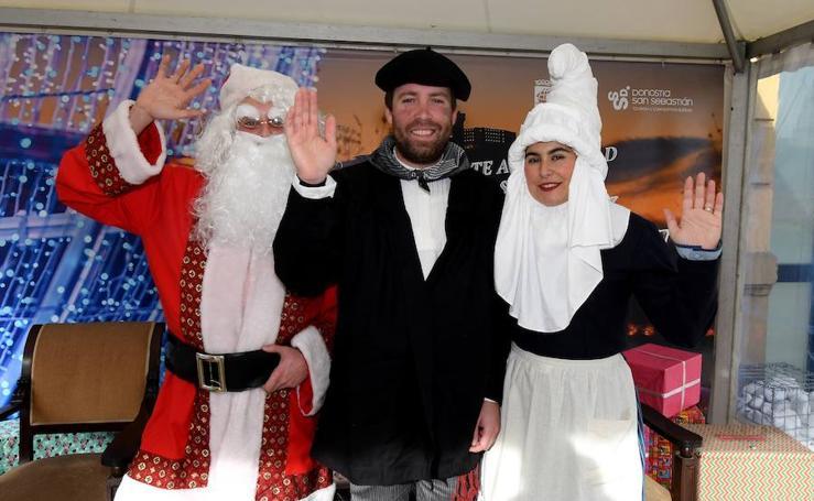 Olentzero, Mari Domingui y Papá Noel visitan Donostia