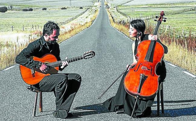 El folk de Aitzina resuena por Vitoria