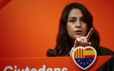 Arrimadas pide a Sánchez que «defienda a los catalanes» de Torra y los CDR