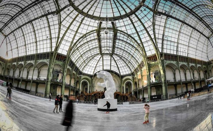 La mayor pista de hielo cubierta del mundo en el Grand Palais de París
