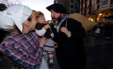 Olentzero y Mari Domingi: Horarios y recorridos por los barrios de Donostia