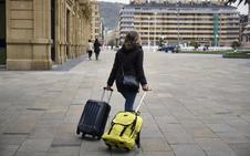 El Ayuntamiento de San Sebastián argumenta que los donostiarras «pagarían menos impuestos» si se aprobara la tasa turística