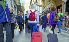 La Diputación y Donostia chocan sobre quién debe recaudar la tasa turística