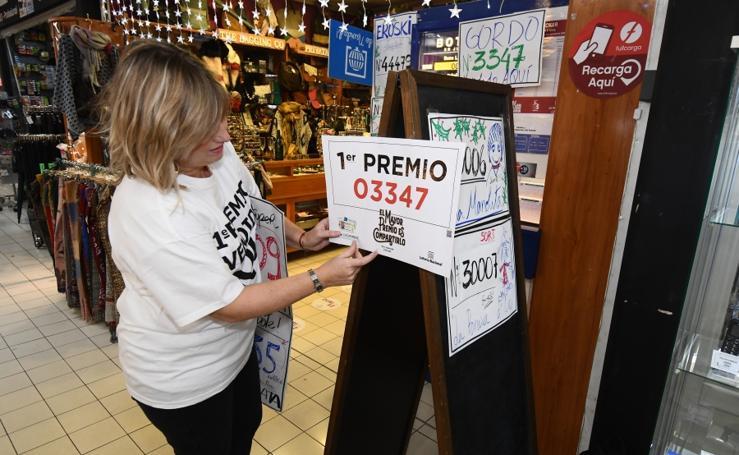 Las administraciones de loteria guipuzcoanas celebran el Gordo