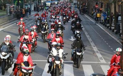 Concentración de papanoeles en moto en Donostia