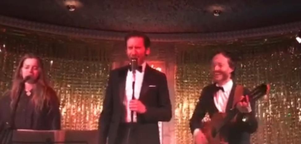 Borja Sémper canta 'Lady Donosti' junto a Pablo Benegas en una fiesta