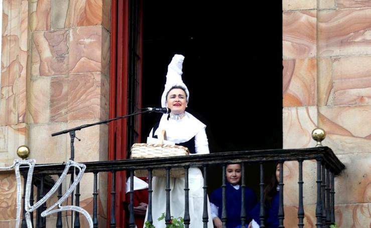Olentzero y Mari Domingi visitan Urretxu y Zumarraga