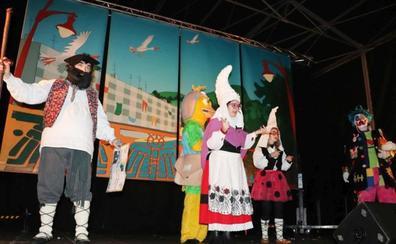 Fiesta en Lasarte-Oria para recibir a Olentzero y Mari Domingi