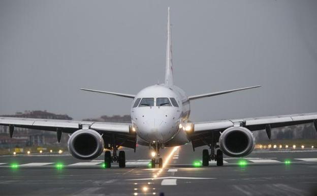 Los trabajadores censuran el «ataque directo» al aeropuerto