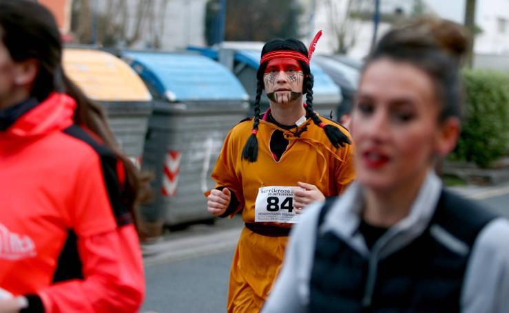 Decenas de corredores se disfrazan en Errenteria