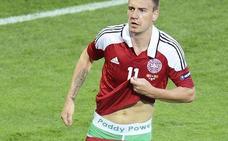 Tobillera electrónica para el danés Bendtner por agresión