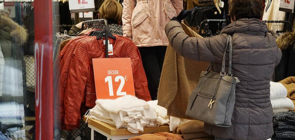 El comercio adelanta las rebajas tras una temporada de «altibajos» en las ventas