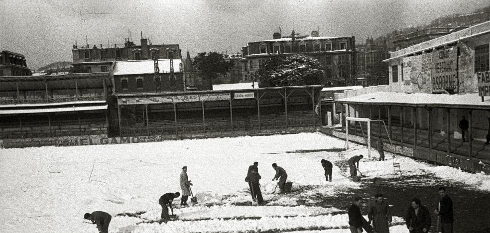 1948: Retirando nieve de Atocha