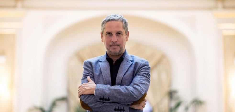 Guillermo Martínez: «Escribir una novela es como resolver un teorema»