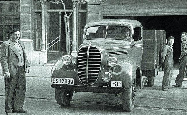 1934 | Muere atropellado por dos camionetas dentro de un garaje de Gros