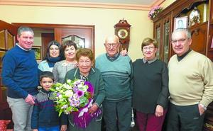Emiliana García, la coqueta amona de Beasain, cumplió ayer 104 primaveras