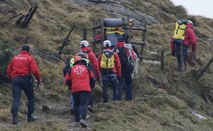 Trasladan al Anatómico Forense los cuerpos de los dos ocupantes de la avioneta siniestrada en el Hernio