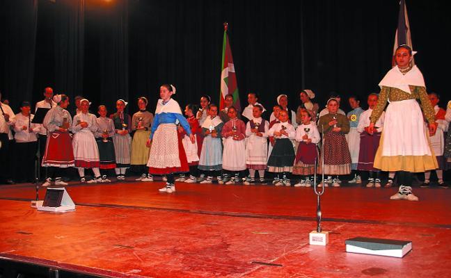 Los mejores dantzaris de Euskadi se darán cita mañana en Latxartegi