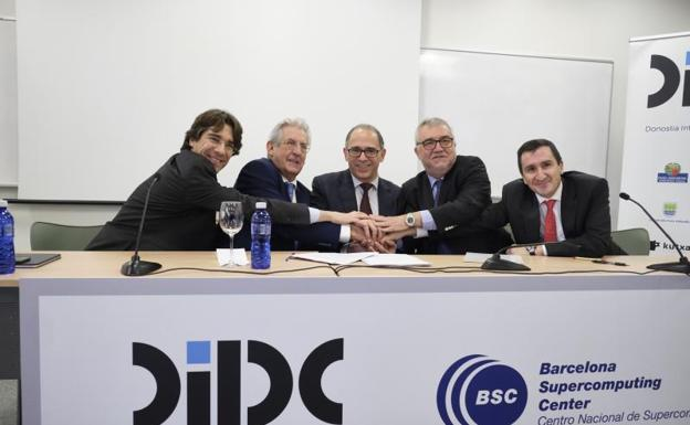 Firma de colaboración entre el DIPC y el Barceloan Supercomputing Center./Usoz