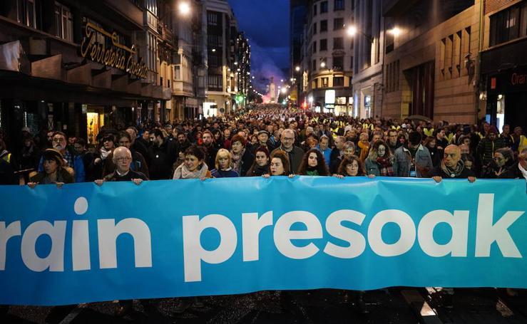 Miles de personas se manifiestaen en Bilbao a favor de los presos de ETA