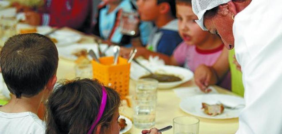 La Confederación de Familias carga contra Educación por ceder la gestión de los comedores a los padres