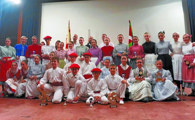 Gran tarde de baile con Mikel Esnaola y Mattin Etxebeste como vencedores