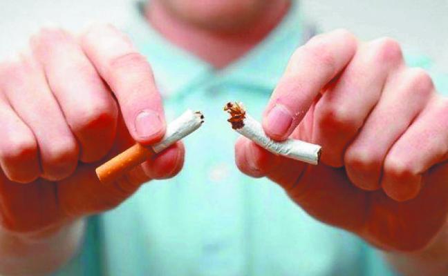 La Asociación Contra el Cáncer ofrece ayuda para «esfumarse del tabaco»