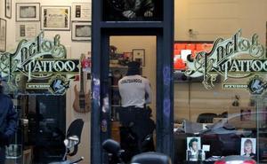 Acusan de agresión sexual, acoso y vejaciones a un tatuador donostiarra