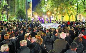Cientos de personas se concentran en Donostia para denunciar la política de VOX sobre la mujer