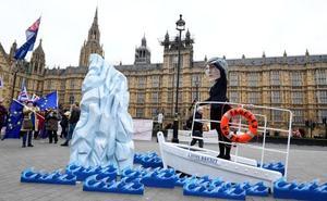 Partidarios y detractores del 'brexit' se concentran frente al Parlamento