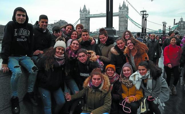 Alumnos de La Anunciata de Pasai Antxo viajan a Londres y a Holanda