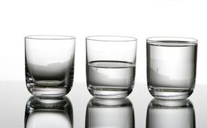 ¿De verdad necesitas beber 8 vasos de agua al día?