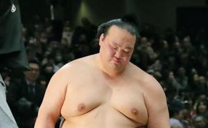 El último gran campeón de sumo japonés se retira
